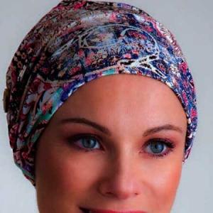 Dale estilo a tu pañuelo oncológico.