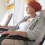 mujer recibiendo quimioterapia: cuanto tarda en crecer el pelo despues de la quimioterapia