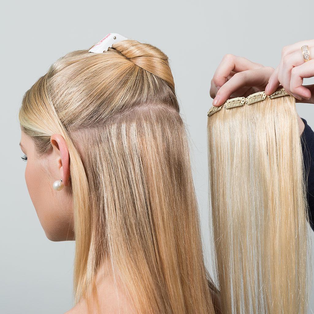 Mujer con unas extesiones de cabello clip-in